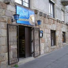 Dini Cukrászda bejárata a Margaréta u-ban