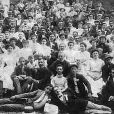 Hegyvidéki Helytörténeti Gyűjtemény csoportkép 1910 (Forrás: helytortenetigyujtemeny.hu)