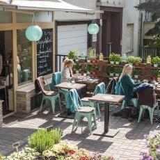 KisBécs kávéző, borbár terasz Hollósy Simon utca