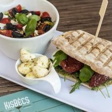 KisBécs ebéd menü, saláta, szendvics, ital