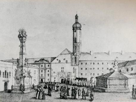Budai vár, Szentháromság tér, a kút. Kép: egykor.hu