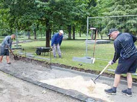 Építik a futókört a Gesztenyés-kertben (forrás: Hegyvidék Újság)