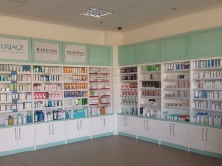 Az új gyógyszertár belseje (fotó: ittlakunk.hu)