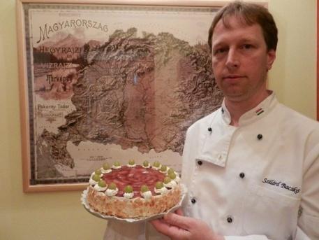 """Bacskó Szilárd tavalyi képe a """"trikolór tortóval"""""""