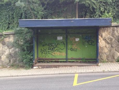 A 8E busz kifestendő megállója a Sion lépcsőnél