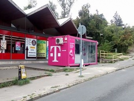 Telekomos konténer a fogas Svábhegy állomásánál (forrás: Facebook)