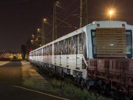 Az első felújított metrószerelvény KöKi-n
