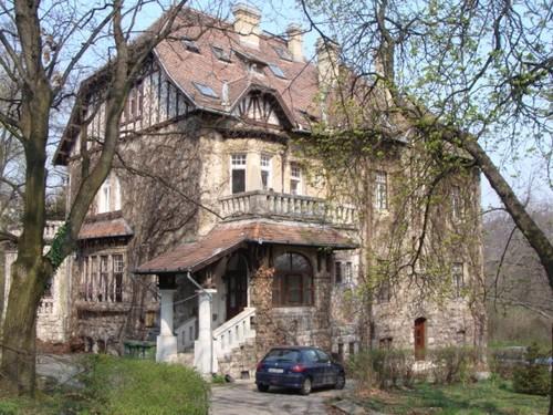 A Gschwindt-Tőry-villa egy néhány évvel ezelőtti képen (forrás: http://www.muemlekem.hu)