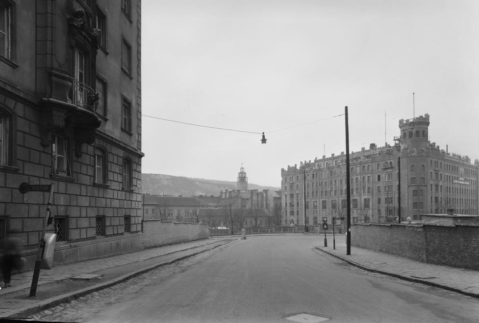 A Postapalota épülete a Várfok utca felől 1957-ben (forrás: fortepan.hu)