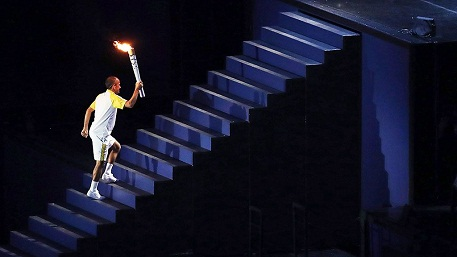 Az olimpiai láng meggyújtása a 2004-es athéni olimpián, illusztráció
