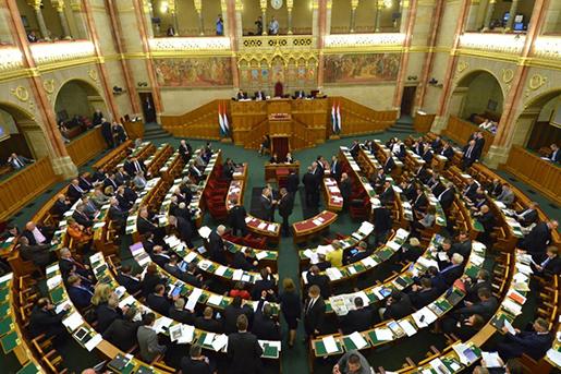Az Országgyűlés munkában, kép: hirmagazin.eu