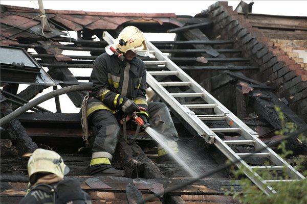 Tűz az Arató utcában (fotó: MTI - Lakatos Péter)