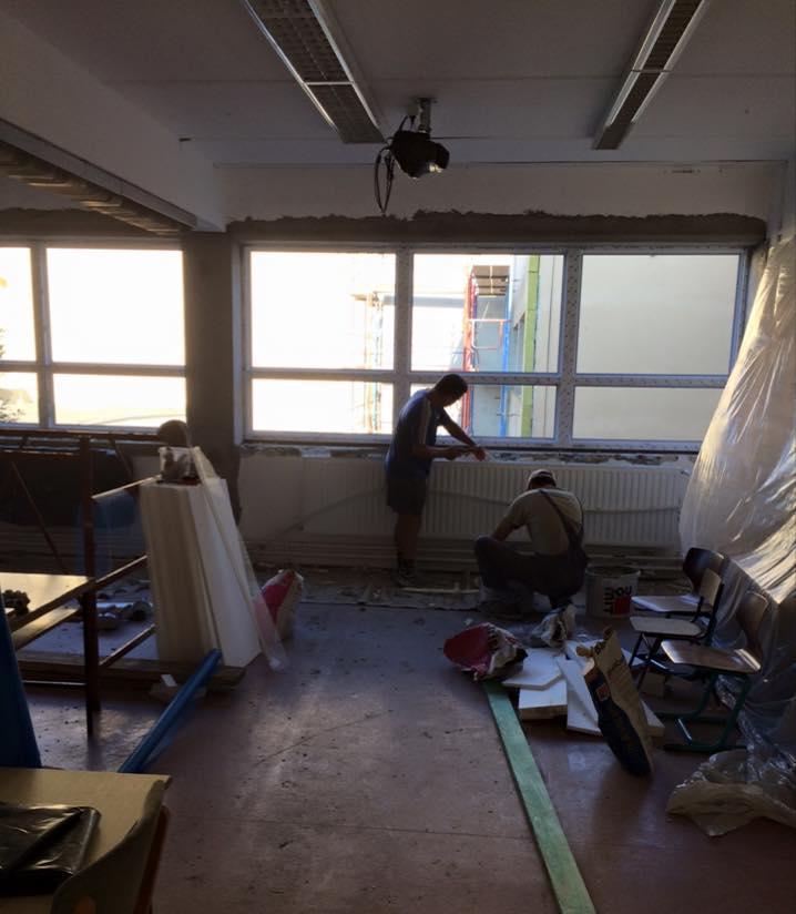 Így nézett ki az egyik osztályterem az ELTE Gyakorlóban (forrás: az ittlakunk.hu olvasója)