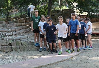 Az új futókör a Zugligeti Általános Iskolában (forrás: hegyvidek.hu)