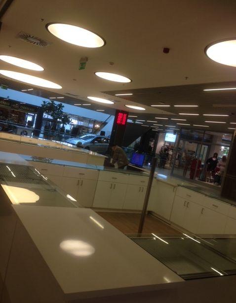 Új pultok a Hegyvidék Bevásárlóközpont földszintjén.