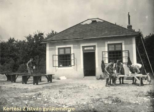 Készül a Frank-hegyi turistaház (forrás: Kertész Z István gyűjteménye)