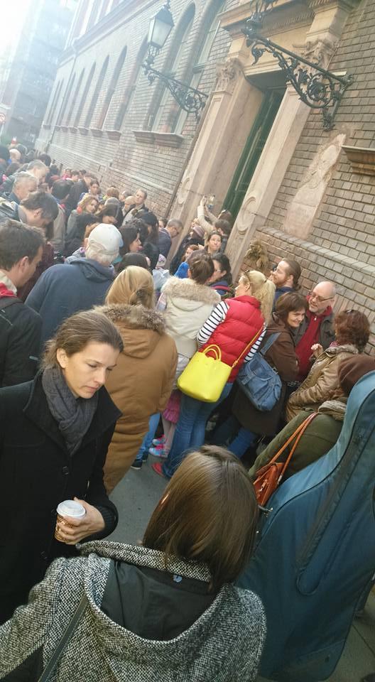 Demonstráció a Batthyány Lajos Általános Iskola előtt (fotó: Soós Kata)