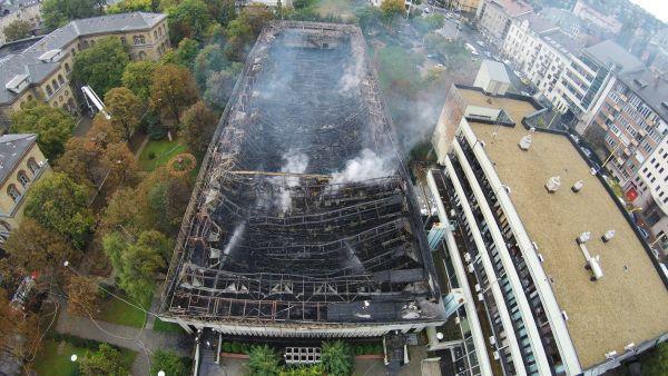Így néz ki a Testnevelési Egyetem leégett csarnoka drónról (fotó: MTI, Ruzsa István)